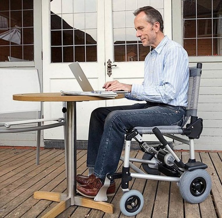 Zinger powered wheelchair