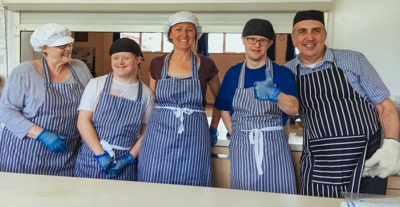 TTrainee bakers with learning difficulties at Step and Stonerainee bakers with learning disabilities at Step and Stone