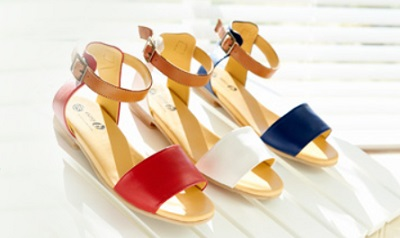 Fashionable sandals for wider feet