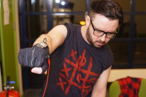 Kris Haplin using Mi.Mu Gloves