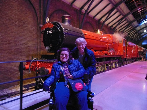 Emma with her mother in front of a train at Harry Potter Studio Tour