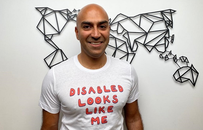 Blind traveller Amar Latif in 'Disabled looks like me' for invisible disabilities t-shirt