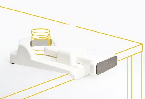 Graphic of jar opener on a white table showing the outline of a jar in the opener