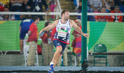 Dan Greaves about to throw a discus