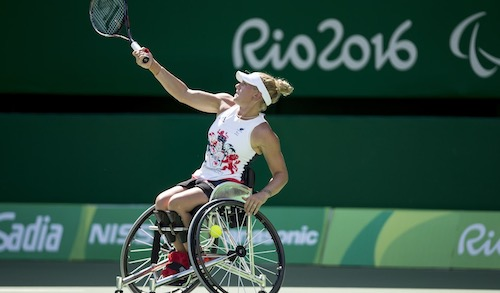 Jordanne Whiley playing wheelchair tennis