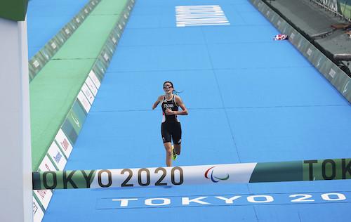 Lauren Steadman reaching finish line of triathlon