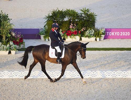 Sir Lee Pearson riding his horse